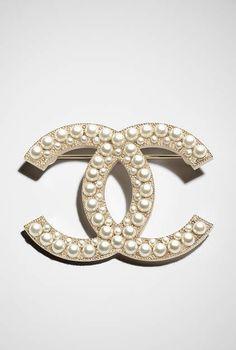 Broche, métal, verre, perles de verre & résine-doré & blanc nacré - CHANEL