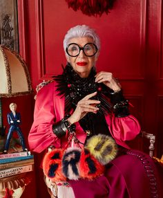 Style icon Iris Apfel puts her personal stamp on Damian Foxe's selection of the season's standout pieces. Photography by Luis Monteiro Victoria Beckham, Love Her Style, Looks Style, Funky Style, Men's Style, 50 Y Fabuloso, Plus Belle La Vie, Olivia Palermo, Iris Fashion