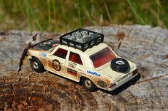 Nedskalad: Corgi s 1/32 skala Mercedes-Benz 240D rallybil | Ran När Parkerade