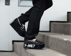 'Y-ME'? Plateauschuhe aus Leder und Mesh. Hier entdecken und kaufen: http://sturbock.me/DsA