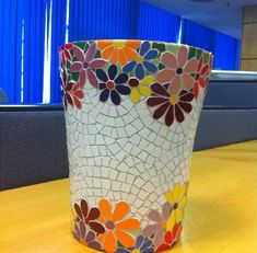 Mosaic vase with flower border Mosaic Planters, Mosaic Garden Art, Mosaic Tile Art, Mosaic Vase, Mosaic Flower Pots, Mosaic Crafts, Mosaic Projects, Mosaics, Pot Jardin