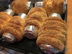 Homemade hornbread baked in a beer can Kurtos Kalacs, Quick Bread, Confectionery, Cakes And More, Baked Goods, Delicious Desserts, Food To Make, Sweet Tooth, Brunch