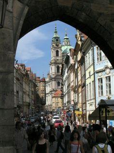 Calle Mostrecka en el Barrio de Mala Strana en Praga - República Checa