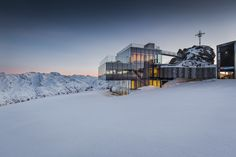 Be James Bond 007 for some hours by skiing and eating in this amazing restaurant!