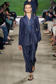 Fashion News, Fashion Beauty, Fashion Show, Womens Fashion, Fashion Trends, Armani Collection, Giorgio Armani, Celebrity Style, Menswear