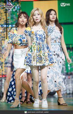 180719 엠카운트다운 트와이스 - Dance The Night Away 현장포토 : 네이버 포스트 Kpop Girl Groups, Korean Girl Groups, Kpop Girls, K Pop, Stage Outfits, Dress Outfits, Nayeon, Show Dance, Twice Dahyun