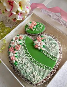 Amazing green cookies for Mother's Day Lace Cookies, Heart Cookies, Fun Cookies, Cupcake Cookies, Sugar Cookies, Valentine Cookies, Birthday Cookies, Christmas Cookies, Decorator Frosting