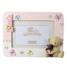 Fényképkeret első szülinapra, rózsaszín ~ Ez a rózsaszín műgyanta (polyresin) fényképkeret egyedi ajándék egy éves kislány születésnapjára.