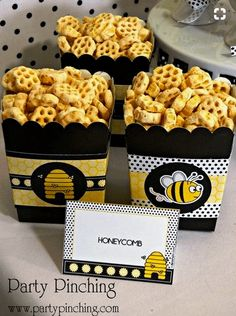 Bee Snack - Honeycomb cereal-----Maybe mix in some yellow candies and dark chocolate chips to make a trail mix. Mommy To Bee, Bee Cookies, Bumble Bee Birthday, Baby Bumble Bee, Ideias Diy, Boy Baby Shower Themes, Shower Baby, Party Themes, Party Ideas