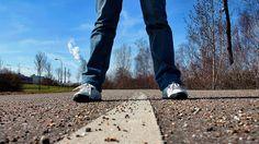 Если вы не сделаете шага вперед, навсегда останетесь там, где находитесь сейчас.  Нора Робертс