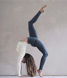 There are a lot of yoga poses and you might wonder if some are still exercised and applied. Yoga poses function and perform differently. Each pose is designed to develop one's flexibility and strength. Yoga Inspiration, Fitness Inspiration, Ashtanga Yoga, Esprit Yoga, Image Yoga, Photo Yoga, Fitness Del Yoga, Fitness Pants, Fitness Classes