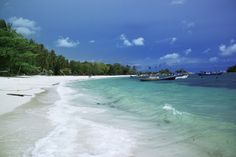 Paket Tour Bangka - Belitung 5 Hari 4 Malam