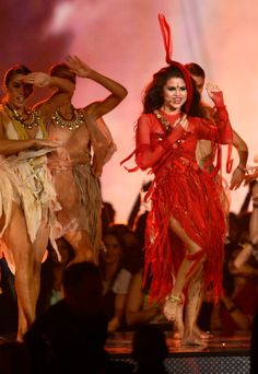 Selena Gomez - Come and Get It - MTV Movie Awards. Your pretty & all but, u can't sing. Sorry.