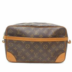 The Louis Vuitton Compiegne Monogram Cosmetic Zip Pouch 869591 Brown Coated Canvas Clutch is a top 10 member favorite on Tradesy. Louis Vuitton Clutch, Louis Vuitton Monogram, Louis Vuitton Damier, Purse Wallet, Clutch Bag, Pouch, Brown Leather Wallet, Long Wallet, Authentic Louis Vuitton