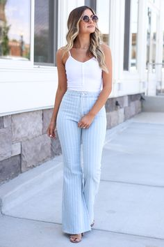Casual Jeans Outfit Summer, Flare Jeans Outfit, Date Outfit Casual, Casual Summer Outfits, Trendy Outfits, Summer Denim, Date Outfit Fall, Cute Date Outfits, Summer Ootd