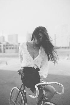 Colaboración especial con Luna de Marte. Fotos por Martina Matencio, Modelo Mireia Ruiz Vintage bike-Peugeot fixed