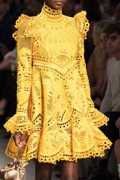 Zimmerman at New York Fashion Week Spring 2020 Zimmerman at New York Fashion Week Spring 2020 - Details Runway Photos Source by jeankirschkuchen 2020 fashion outfits New York Fashion, Fashion Week Paris, Fashion 2020, Runway Fashion, High Fashion, Fashion Show, Fashion Trends, Fashion Fashion, Classy Fashion