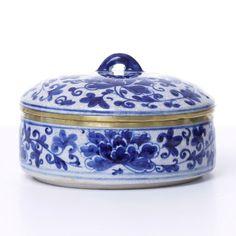 Caixa Decorativa Cerâmica Camélia Azul e Branco - Soul Home - Loja de móveis e decoração de alto padrão