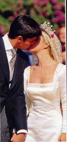 sealed with a kiss Royal Weddings, Alba, Spain, Kiss, Celebs, Dresses, Head Bands, Weddings, Celebrities