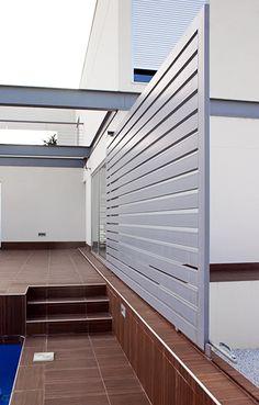 Chiralt arquitectos I Puerta metálica corredera