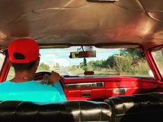 Can you guess... what year is this Ford? #trivia #cars #cubatravel #trinidad #yourtourguidetocuba #follow #share