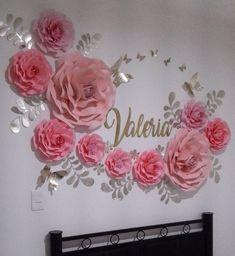 """324 Me gusta, 8 comentarios - Dugorche Arte en papel (@dugorche) en Instagram: """"Bienvenida a casa en México para la bella Valeria de Colombia . Flores de papel #dugorche en tonos…"""""""