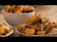 Простой запеченный картофель можно приготовить так, что он станет гвоздем программы. Оригинальный рецепт запеченного картофеля. Три вида пряностей - три разных вкуса.