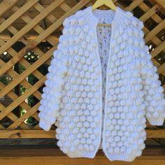 By Mariza Crochet Designer: Blusa Tricot Bubbles . Love Crochet, Crochet Baby, Knit Crochet, Crochet Jacket, Crochet Cardigan, Battle Jacket, Chunky Wool, Whatsapp Messenger, Mohair Sweater