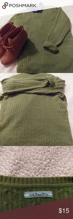 Bass Sweater Round collar Bass sweater. Tag is missing. I'm sure it's a size large. Very soft material. Smoke free home. (EUC) Bass Sweaters Crew & Scoop Necks