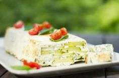 Terrine of zucchini, goat cheese and mint Other Recipes, My Recipes, Cooking Recipes, Favorite Recipes, Finger Food Appetizers, Finger Foods, Appetizer Recipes, Quiche, Zucchini