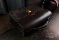 Ručně ušitá aktovka z Bridle usně na zakázku.  Hand sewn briefcase from Bridle leather to order.