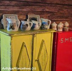 Arabia miniature jars