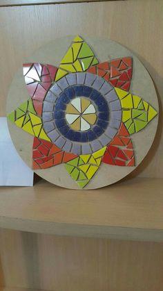 Mosaïque Mosaic Pots, Mosaic Birds, Mosaic Flowers, Mosaic Diy, Mosaic Garden, Mosaic Glass, Tile Crafts, Mosaic Crafts, Mosaic Projects