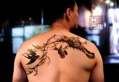 Tatuajes de pájaros entre bambú con trazo de pincel