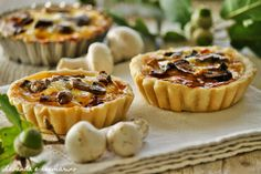 Lavanda e rosmarino: Tortine salate con funghi e fontina