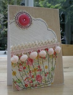 Blush Crafts: Cupcake Card Source by hippojep Fabric Cards, Fabric Postcards, Paper Cards, Diy Cards, Embroidery Cards, Free Motion Embroidery, Embroidery Stitches, Freehand Machine Embroidery, Free Machine Embroidery
