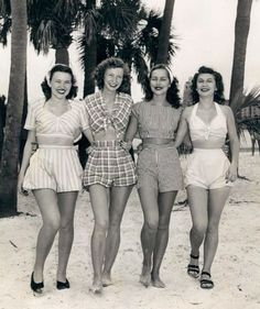 Vintage beach wear - The beautiful lady second from my right looks just li., Beach Outfits, Vintage beach wear - The beautiful lady second from my right looks just like my aunt! 40s Mode, Retro Mode, Vintage Mode, Moda Vintage, 50s Vintage, Vintage Style, Vintage Hats, Dress Vintage, 1950 Style