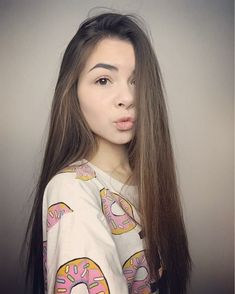 Youtubers, Celebs, Poses, Women's Fashion, T Shirts For Women, Fit, Anime, Beauty, Clothing
