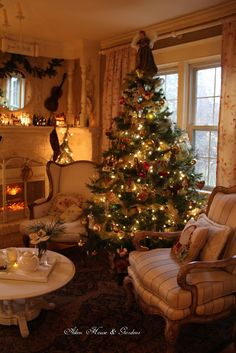 Looking for for inspiration for christmas wallpaper?Check this out for cool Xmas inspiration.May the season bring you happy memories. Cosy Christmas, Christmas Scenes, Merry Little Christmas, Victorian Christmas, Country Christmas, Beautiful Christmas, Christmas Lights, Christmas Time, Vintage Christmas