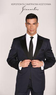 Για τη νέα συλλογη με χειροποιητα γαμπριατικα κοστουμια Γιαννετος, ντύθηκε για δεύτερη φορά γαμπρος ο Νικος Αναδιωτης. Το όνομα Γιαννετος είναι το πλέον αν Mens Fashion Suits, Mens Suits, Black Tuxedo, Attitude, Groom, Suit Jacket, Model, Handmade, Jackets
