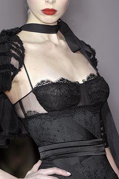 Jasper Conran black lingerie as outerwear Couture Mode, Style Couture, Couture Fashion, Runway Fashion, Womens Fashion, Fashion Foto, Dark Fashion, High Fashion, 1950s Fashion