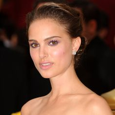 """At the Oscars, the Brothers beauty wore a classic twist, pale lipstick and major peepers. """"I love playing up her eyes with different shadows and big lashes,"""" Lobell has said."""