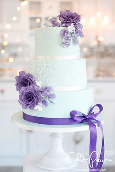 Wedding cakes, a must research these creative photo gallery for a really delicious wedding cake now. Mint Wedding Cake, Floral Wedding Cakes, Amazing Wedding Cakes, Fall Wedding Cakes, Wedding Cakes With Cupcakes, Elegant Wedding Cakes, Wedding Cake Designs, Bolo Fack, Different Wedding Cakes
