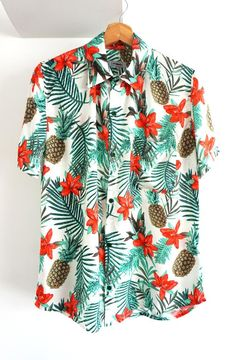 O'Carioca Trinidad Short Sleeve Button Up Shirt with a relaxed fit. Camisa Floral, African Shirts, African Tops, Beach Shirts, Hawaii Shirts, Mens Leather Coats, Mens Printed Shirts, Floral Print Shirt, Floral Shorts