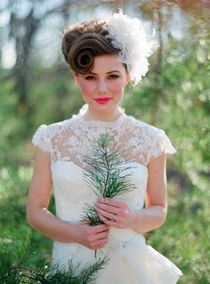 Vintage Hairstyles for Weddings In 2020 21 Vintage Wedding Hairstyles for the Retro Loving Bride Of 95 Best Vintage Hairstyles for Weddings In 2020 Bridesmaid Hair Vintage, Vintage Bridal Hair, Vintage Makeup, Wedding Vintage, Vintage Curls, Glamour Vintage, Glamour Hollywoodien, Shabby Vintage, French Vintage