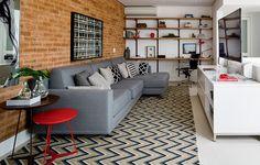 A casa tem de ser aberta ao novo. Sempre que puder, troque os móveis de lugar, Lembre-se: decoração é movimento. Projeto da arquiteta Andrea Reis.
