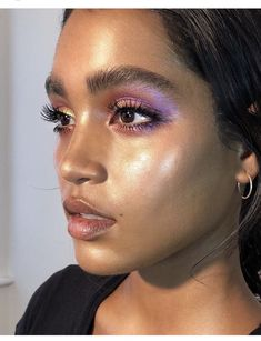 """This Makeup Artist Came Up With a Genius \""""Glass Skin\"""" Highlighter Hack Instantly try the K-beauty trend. Beauty Make-up, Beauty Hacks, Hair Beauty, Beauty Tips, Eyebrows, Nabla Cosmetics, Makeup Looks, Face Makeup, Dewy Skin Makeup"""