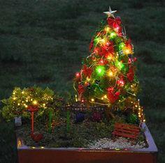 45 Beautiful Christmas Fairy Garden Decor Ideas 26 – Home Design Christmas Garden, Miniature Christmas, Outdoor Christmas, Christmas Christmas, Icon Set, Mini Fairy Garden, Fairy Gardening, Organic Gardening, Gardening Tips