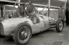 GP SPAIN 1934 , Auto Union A #22 of Herman zu Leiningen/August Momberger