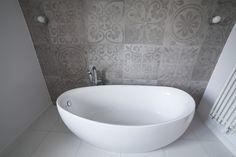 Prosta, jasna łazienka w domu prywatnym. Projekt i realizacja ArteCubo Wrocław. #interiordesign #interior  #bathroom #design #simple #white #artecubo #wroclaw